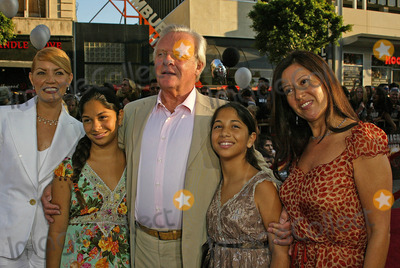 """Anthony Hopkins Photo - Anthony Hopkins at the """"War of the Worlds"""" Los Angeles Premiere, Chinese Theater, Hollywood, CA 06-27-05"""