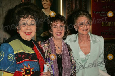 Anna Maria Alberghetti, Jane Withers, Margaret O'Brien, Anna Maria Perez de Taglé, Margaret Madè Photo - Jane Withers with Margaret O'Brien and Anna Maria Alberghetti