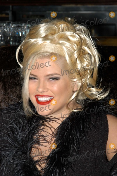 """Anna Nicole Smith, Queen, The Cast Photo - Anna Nicole Smith at The Abbey in West Hollywood for both the proclamation of """"Anna Nicole Smith Day"""" and the casting of drag queen Anna look-a-likes for the movie """"Wasabi Tuna"""" 02-18-03"""