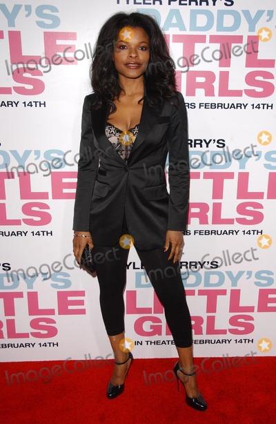 "Keesha Sharp Photo - Keesha Sharpat the premiere of ""Daddy's Little Girls"". Cinerama Dome, Hollywood, CA. 02-07-07"