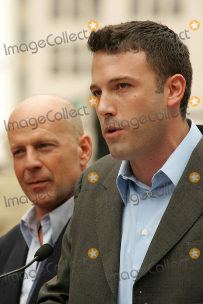 Bruce Willis, Ben Affleck, The Ceremonies Photo - Bruce Willis and Ben Affleckat the Ceremony honoring Bruce Willis with the 2,321st star on the Hollywood Walk of Fame. Hollywood Boulevard, Hollywood, CA. 10-16-06