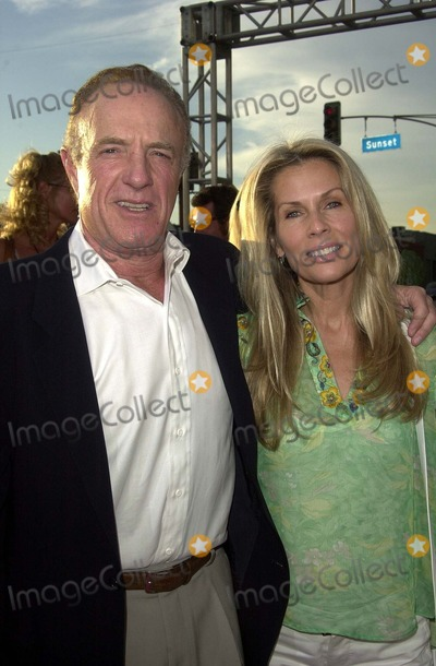 """James Caan Photo - James Caan and wife Linda at the premiere of """"Open Range"""" at the Cinerama Dome, Hollywood, CA 08-11-03"""
