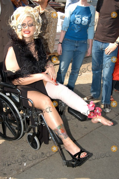 "Anna Nicole Smith, Queen, Hurts, The Cast Photo - Anna Nicole Smith arrives in a wheelchair after hurting her knee at The Abbey in West Hollywood for both the proclamation of ""Anna Nicole Smith Day"" and the casting of drag queen Anna look-a-likes for the movie ""Wasabi Tuna"" 02-18-03"