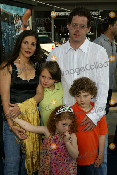 """Ann Brashares Photo - Ann Brashares with family at the World Premiere of Warner Bros. """"The Sisterhood of the Traveling Pants"""" at the Chinese Theater, Hollywood, CA 05-31-05"""