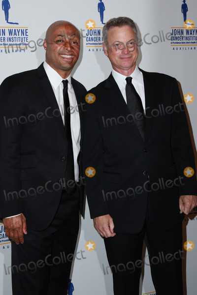 Gary Sinise, J R Martinez, J. R. Martinez, J.R. Martinez, John Wayne, JR Martinez Photo - J.R. Martinez, Gary Sinise