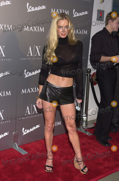 Jennifer Gareis Photo -  JENNIFER GAREIS at the Armani Santa Monica's 10th Anniversary Party, Santa Monica Promenade,  08-23-01