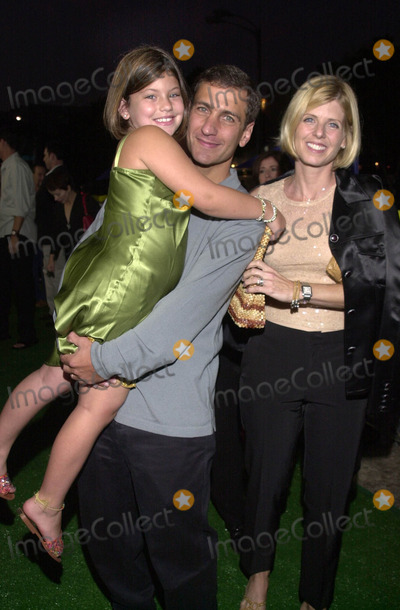"""Mike Tollin Photo -  MIKE TOLLIN and FAMILY at the premiere of Warner Brother's """"Summer Catch"""" at Mann's Village Theater, Westwood, 08-22-01"""