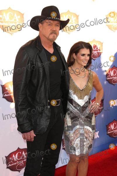 Danica Patrick, Trace Adkins Photo - Trace Adkins, Danica Patrick at the 2013 American Country Awards Arrivals, Mandarin Hotel, Las Vegas, NV 12-10-13