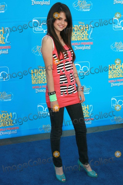 "Gomez, Selena Gomez Photo - Selena Gomezat the world premiere of Disney's ""High School Musical 2"". Downtown Disney, Anaheim, CA. 08-14-07"
