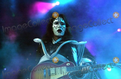 Ace Frehley, Kiss Photo -  Ace Frehley of KISS at the Anaheim Pond, 03-18-00, on the Farewell Tour.