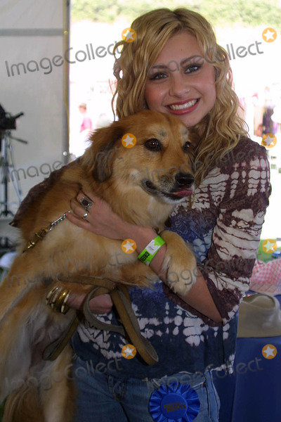 """Aly Michalka, Alyson """"Aly"""" Michalka, Alyson Aly Michalka, Ali Farka Touré Photo - Alyson (Aly) Michalka at the Nuts For Mutts Dog Show, Pierce College, Woodland Hills, CA. 04-30-06"""