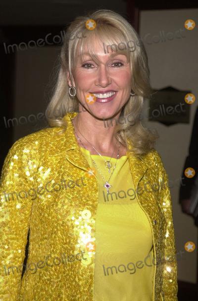 Linda Thompson Photo -  Linda Thompson at the 8th annual Race to Erase MS gala, Century Plaza Hotel, Century City, 05-18-01