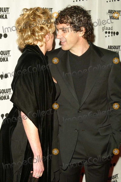 Melanie Griffith, Antonio Banderas, Melanie Griffiths Photo - Melanie Griffith and Antonio Banderas at the 15th Annual GLAAD Media Awards in the Kodak Theatre in the Hollywood & Highland Complex, Hollywood, CA. 03-27-04