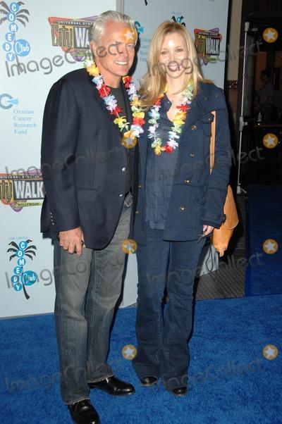 Lisa Kudrow, Michel Stern, Jon Lovitz Photo - Michel Stern and Lisa Kudrow at the Jon Lovitz Comedy Club Charity Opening, benefitting the Ovarian Cancer Research Fund. Jon Lovitz Comedy Club, Universal City, CA. 05-28-09