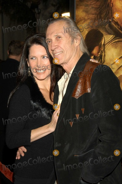 """David Carradine, Annie Bierman Photo - David Carradine and Annie Bierman at The North American Premiere of """"The Lord of the Rings: The Return of the King"""" , Mann Village Theatre, Westwood, Calif., 12-03-03"""