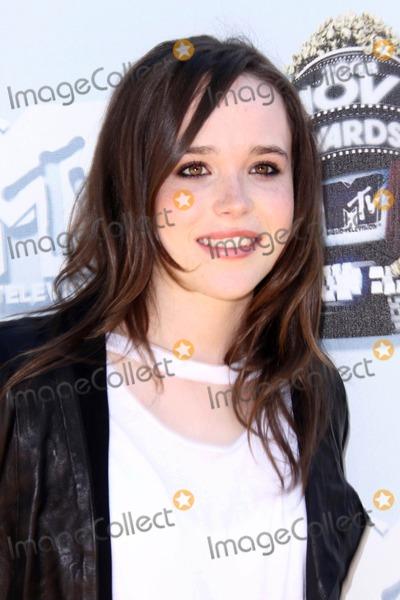 Ellen Page Photo - Ellen Page at the 2008 MTV Movie Awards. Gibson Amphitheatre, Universal City, CA. 06-01-08