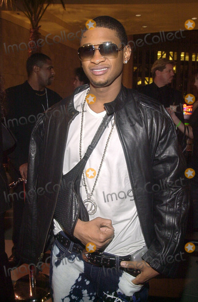 Usher Photo -  Usher at the grand openng of ONE SEVEN teen dance club and store, Hollywood & Highland, 11-30-01
