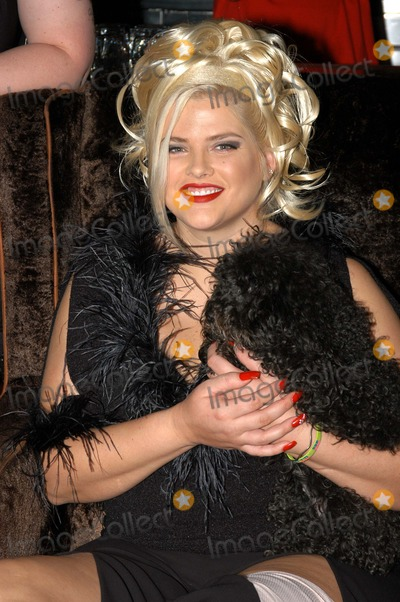 """Anna Nicole Smith, Queen, The Cast Photo - Anna Nicole Smith and dog """"Sugar Pie"""" at The Abbey in West Hollywood for both the proclamation of """"Anna Nicole Smith Day"""" and the casting of drag queen Anna look-a-likes for the movie """"Wasabi Tuna"""" 02-18-03"""