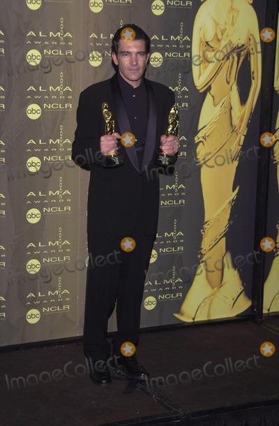 Antonio Banderas Photo -  Antonio Banderas at the 2000 Alma Awards, in Pasadena, 04-16-00