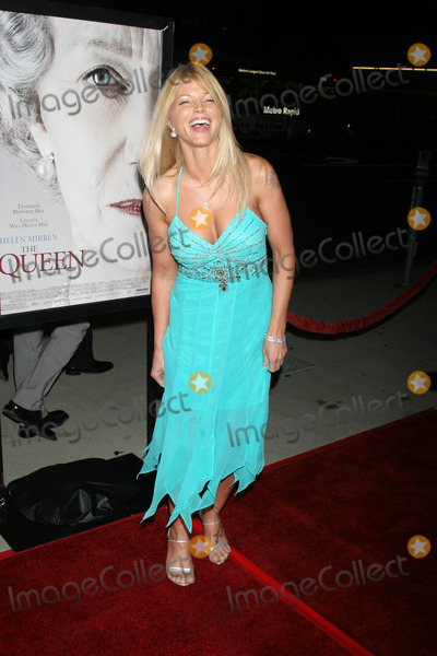 Donna D'Errico, Queen Photo - Donna D'Errico