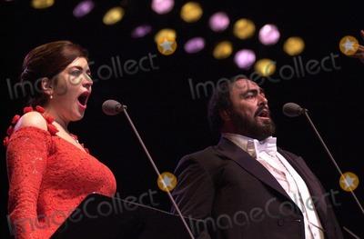 Luciano Pavarotti, Annalisa Raspagliosi Photo -  Luciano Pavarotti and Annalisa Raspagliosi at the Forum performing in Concert, 02-11-00