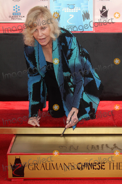 Kim Novak Photo - Kim Novak at the Kim Novak Hand and Foot Print Ceremony to coincide with the TCM Film Fest, Chinese Theater, Hollywood, CA 04-14-12