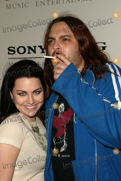 Amy Lee, Evanescence, Seether Photo - Amy Lee of Evanescence with boyfriend Shaun Morgan of Seether at the SONY/BMG Grammy Party 2005, Roosevelt Hotel, Hollywood, CA, 02-13-05