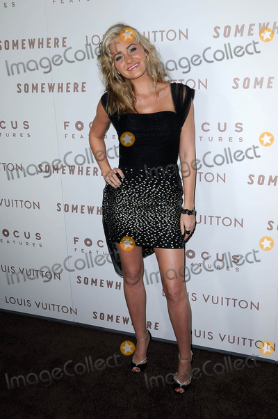 """Amanda Michalka Photo - Amanda Michalka at the Premiere Of Focus Features' """"Somewhere,"""" Arclight Theater, Hollywod, CA. 12-07-10"""