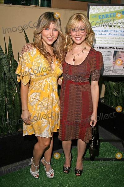 """Ashley Peldon, Courtney Peldon Photo - Ashley Peldon and Courtney Peldon at the Launch party for """"Starring...!"""" Fragrances and """"Charmed"""" Jewelry, benefitting Tree People. Whole Foods Lifestyle Store, Los Angeles, CA. 04-21-08"""