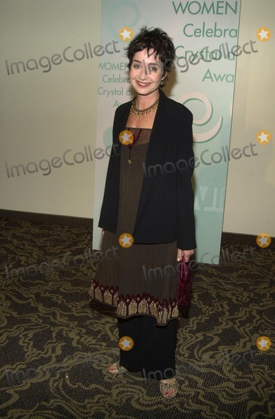 Annie Potts Photo - Annie Potts at Women In Film's Crystal and Lucy Awards, Century P:laza Hotel, Century City, CA 09-20-02