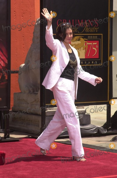 Ashley Judd Photo - Ashley Judd at Freeman's hand and foot print ceremony at the Chinese Theater, Hollywood, 06-05-02