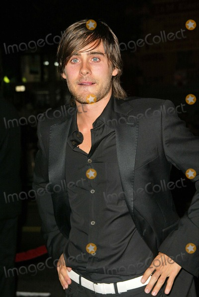 """Jared Leto Photo - Jared Leto at the world premiere of Warner Bros. """"Alexander"""" at the Chinese Theater, Hollywood, CA 11-16-04"""