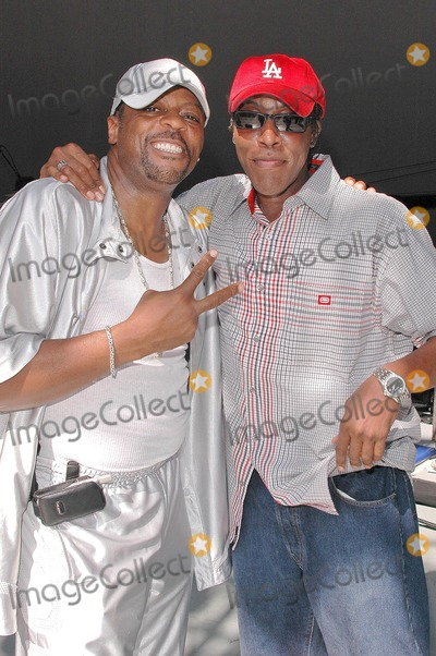 "Ali ""Ollie"" Woodson, Arsenio Hall, Ali 'Ollie' Woodson, Ali (Ollie) Woodson, Ali-Ollie Woodson, Sounds, The Sounds Photo - Ali ""Ollie"" Woodson and Arsenio Hall at the sound check rehearsal for Aretha's concert at the Greek Theatre, Los Angeles, CA. 09-17-04"