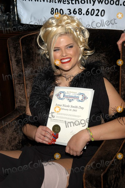 "Anna Nicole Smith, Queen Photo - Anna Nicole Smith receives a proclamation rom the City of West Hollywood declaring it ""Anna Nicole Smith Day"""