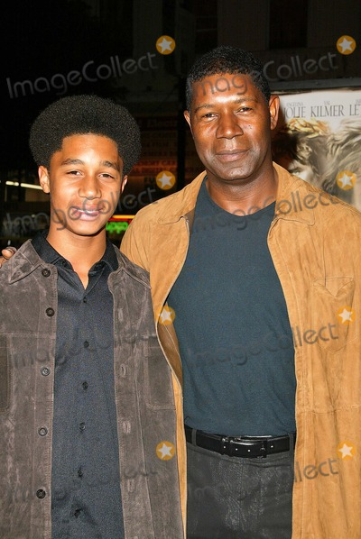 "Dennis Haysbert Photo - Dennis Haysbert and son Charles at the world premiere of Warner Bros. ""Alexander"" at the Chinese Theater, Hollywood, CA 11-16-04"