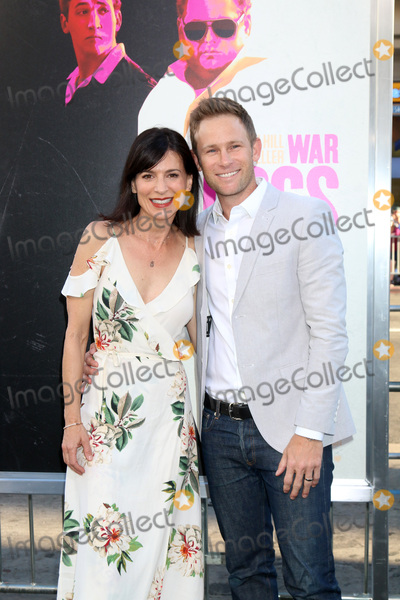 """Perrey Reeves, Perrey Reeves-, Aaron Fox Photo - Perrey Reeves, Aaron Fox at the """"War Dogs"""" Premiere, TCL Chinese Theater IMAX, Hollywood, CA 08-15-16"""