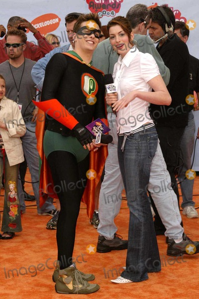 Anne Hathaway, Ann Hathaway Photo - Anne Hathaway at Nickelodeon's 2004 Kid's Choice Awards in the Pauley Pavilion at UCLA, Westwood, CA. 04-03-04