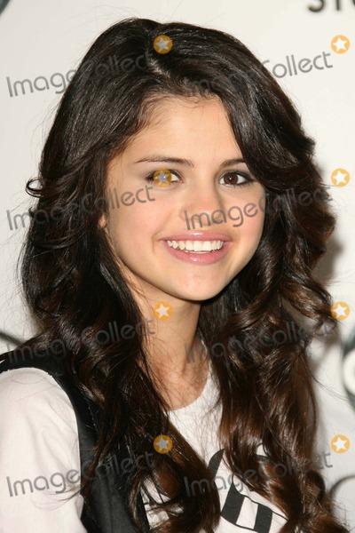 Gomez, Selena Gomez Photo - Selena Gomezat the 2007 ABC All Star Party. Beverly Hilton Hotel, Beverly Hills, CA. 07-26-07