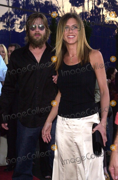"""Brad Pitt, Jennifer Aniston Photo - Brad Pitt and Jennifer Aniston at the premiere of Fox Searchlight's """"The Good Girl"""" at the Pacific Design Center, West Hollywood, CA 08-07-02"""