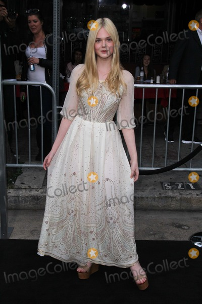 photos and pictures elle fanning at the super 8 los. Black Bedroom Furniture Sets. Home Design Ideas