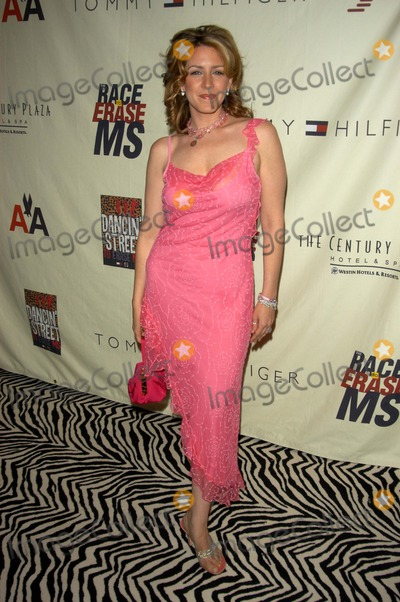 Joely Fisher Photo - Joely Fisher at the 10th Annual Race To Erase MS, Century Plaza Hotel, Century City, CA 05-09-03
