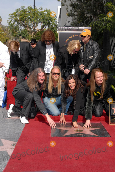 Alex Orbison, Barbara Orbison, Dan Aykroyd, Jeff Lynne, Joe Walsh, Roy Orbison, Joe Corré Photo - Jeff Lynne, Joe Walsh, Dan Aykroyd, Barbara Orbison, Wesley Orbison, Alex Orbison, Roy Orbison Jr.