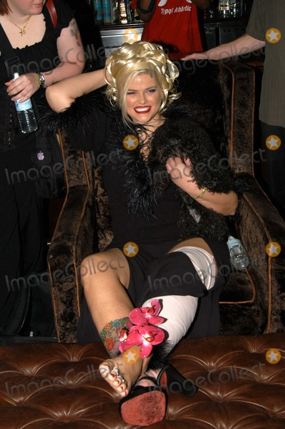 "Anna Nicole Smith, Queen, The Cast Photo - Anna Nicole Smith and dog ""Sugar Pie"" at The Abbey in West Hollywood for both the proclamation of ""Anna Nicole Smith Day"" and the casting of drag queen Anna look-a-likes for the movie ""Wasabi Tuna"" 02-18-03"