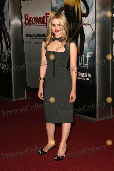 "Alison Lohman Photo - Alison Lohmanat the Los Angeles Premiere of ""Beowulf"". Westwood Village Theater, Westwood, CA. 11-05-07"
