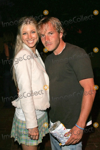 """Stephen Dorff, Elizabeth Harrison, Lara Shriftman, Peter André Photo - Calei Peters and Stephen Dorff at the party honoring Lara Shriftman and Elizabeth Harrison and the launch of their new book """"Fete Accompli! The Ultimate Guide To Creative Entertaining"""", at a private residence, Malibu, CA. 08-28-04"""
