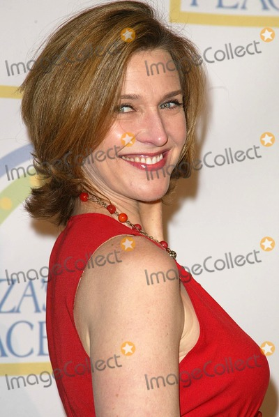 Brenda Strong Photo - Brenda Strongat the opening of Leeza's Place Care Center. Leeza's Place Care Center, Hollywood, CA. 04-21-06