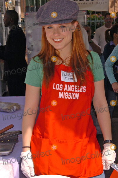 Allison Munn Photo - Allison Munn at the The Los Angeles Mission Easter Event, Downtown, Los Angeles, CA 03-25-05