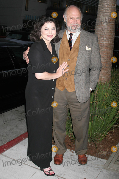 """Delta Burke Photo - Delta Burke and Gerald McRaneyat """"Designing Women: A Reunion"""" presented by the Museum of Television and Radio. Museum of Television and Radio, Beverly Hills, CA. 10-25-06"""