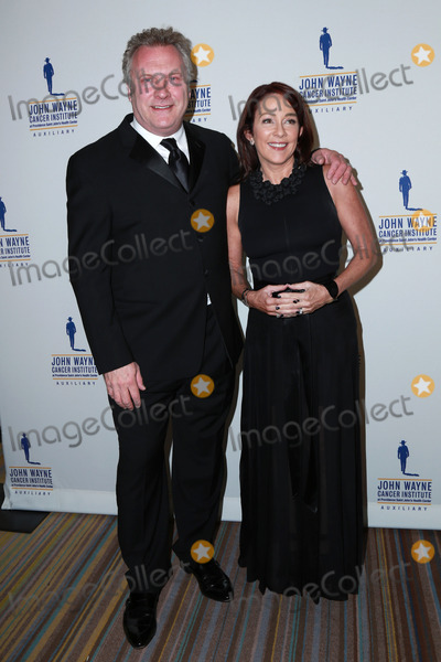 David Hunt, John Wayne, Patricia Heaton Photo - David Hunt, Patricia Heaton