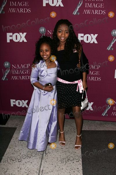 Dee Dee Davis, Aree Davis Photo - Dee Dee Davis and Aree Davis at the 36th NAACP Awards Arrivals, Dorothy Chandler Pavilion, Los Angeles, CA 03-19-05